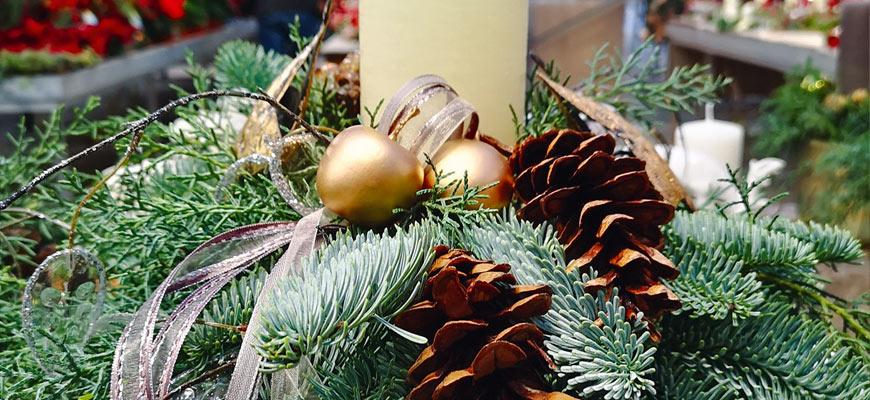 Advents-Dekoration und Winterlichter